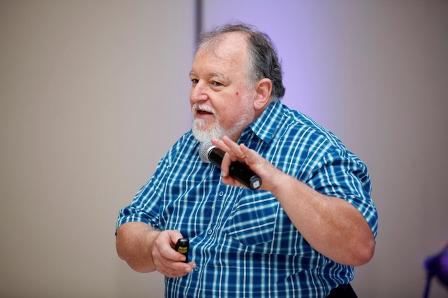 Professor denuncia manipulação da ciência para defender interesses econômicos externos